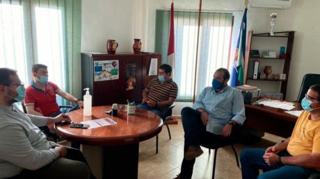 Pérez y Zapata ponen en valor el trabajo de los alcaldes jóvenes desde Casas de Benítez