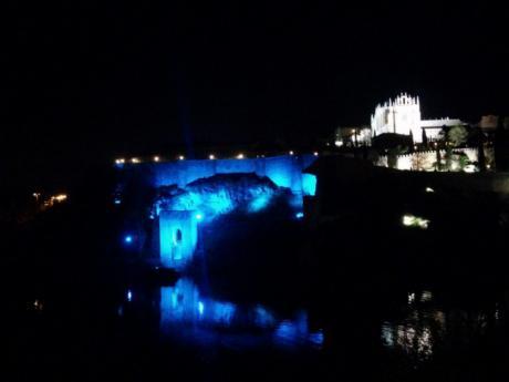 Toledo ilumina este martes de azul los monumentos más emblemáticos con motivo del Día Internacional de la Enfermería