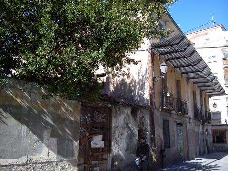 Preguntan por la demolición del edificio de Tintes 41, en manos de la Fundación Sánchez Vera