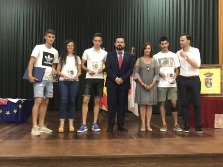 """El Gobierno regional destaca la importancia de """"reconocer a nuestros deportistas"""" para contribuir a que sean referentes para los jóvenes"""