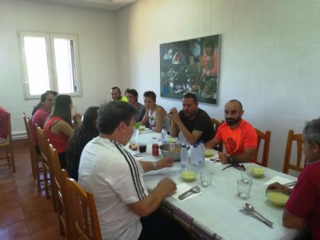 Santiago José Gómez realiza una visita a los acampados en el Albergue Fuente de las Tablas