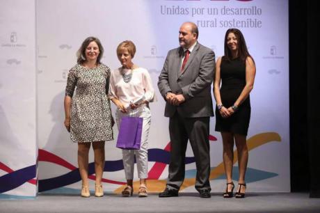CCOO se suma al reconocimiento a Pilar Ortiz, responsable de la biblioteca municipal de Casasimarro
