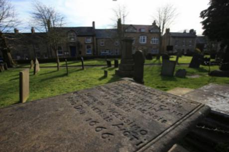 Lápida de un fallecido por la peste bubónica en la localidad de Eyam
