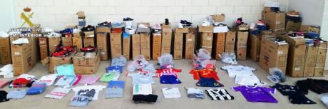 Detenida a una persona por vender material falsificado