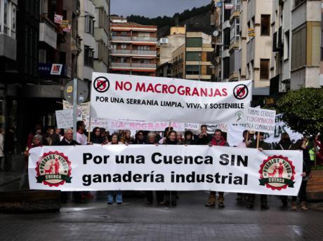La Plataforma Pueblos Vivos Cuenca considera urgente una moratoria a la ganadería industrial