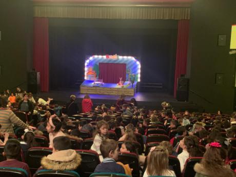 Más de 400 niños de Tarancón visualizan la obra ´Caperucita roja. El bosque te necesita´