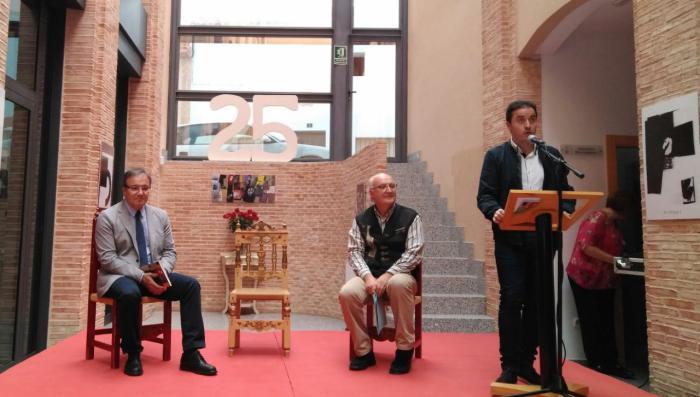 La Junta alaba el trabajo de los artistas que han colaborado en los 25 años del cuaderno literario 'Habitando el olvido'