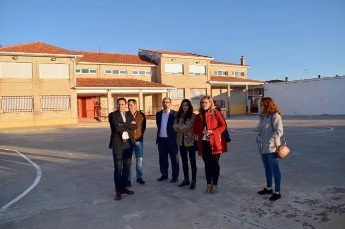 El Gobierno regional realiza mejoras en el colegio de Saelices dentro de la apuesta por la mejora de los servicios públicos