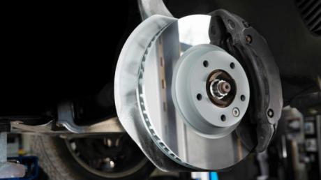 Cómo monitorear los frenos de un automóvil