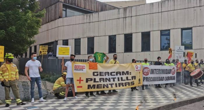 Los trabajadores del Geacam en Cuenca protestan por los 'recortes' de la Junta