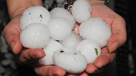Una tormenta en San Clemente deja granizo como