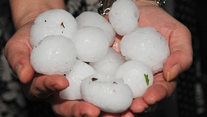 Una tormenta en San Clemente deja granizo como 'pelotas de ping-pong'