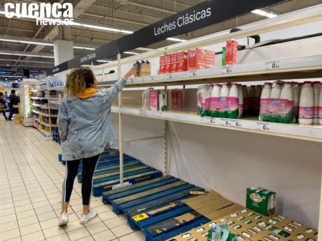 El Ayuntamiento toma medidas para que los supermercados puedan abastecerse durante las 24 horas
