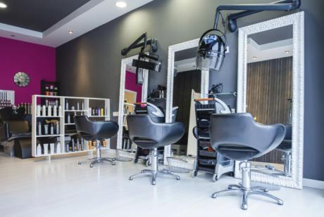 Las peluquerías se movilizarán este miércoles para reclamar la bajada del IVA al 10 %