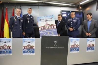 El alcalde invita a los albaceteños a participar en la Jornada de Puertas Abiertas que tendrá lugar el próximo día 12 en la Base Aérea de Albacete