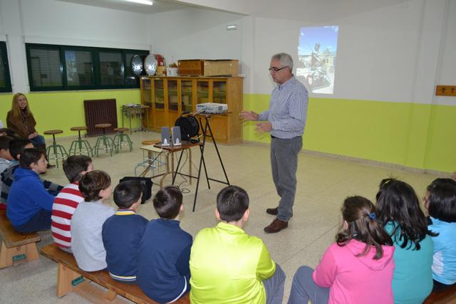 Conferencias de Miguel Romero y Jesús Fuero en el CEIP Santa Ana dentro del Proyecto Cervantes 40 0