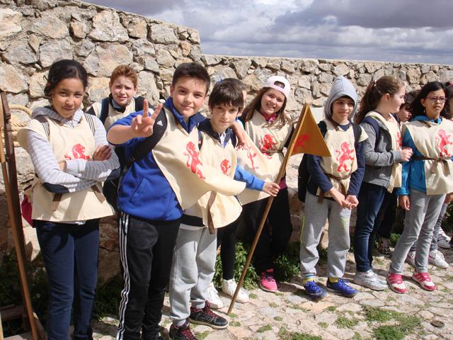 Los alumnos del Colegio Santa Ana visitan Consuegra en busca los gigantes de Don Quijote