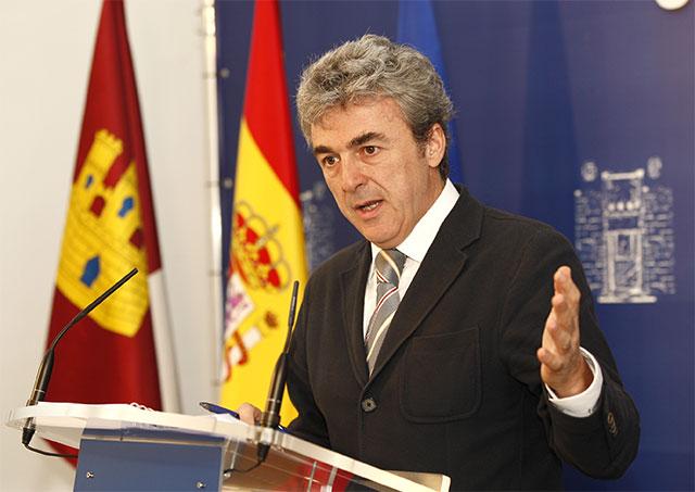 Esteban anuncia la comparecencia del Gobierno en las Cortes regionales para explicar sus medidas de austeridad