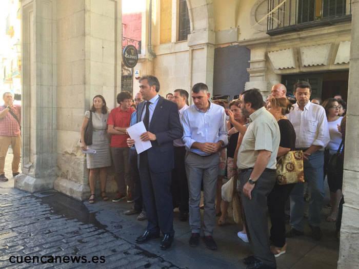 El Ayuntamiento de Cuenca guarda un minuto de silencio como apoyo a las familias de Laura y Marina