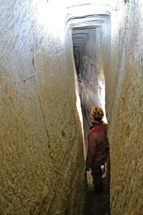 El Club ARA de espeleología presenta la Cueva de Juan Hernández, la segunda mina de lapis especularis más grande de la provincia