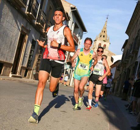 Unos intratables Saúl Ordoño y María Jesús Algarra ganan en la carrera popular de Villanueva de la Jara