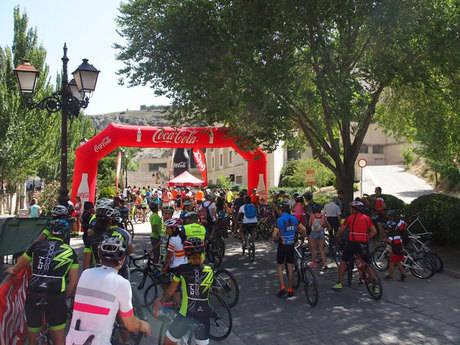 Más de cien ciclistas celebran el paso de La Vuelta 2017 por Cuenca