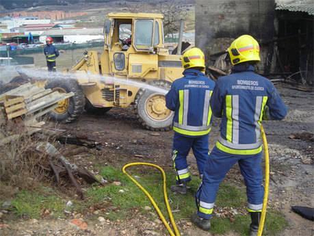 Bomberos de Cuenca intervienen en la extinción del incendio de un supermercado en cañamares