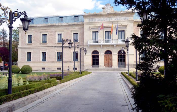CCOO y UGT piden una reunión urgente con Prieto por su negativa al Plan de Empleo de la Junta