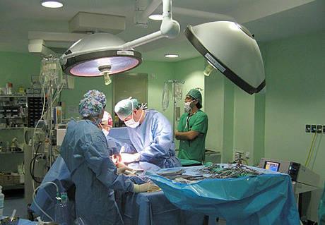 La nueva unidad de angiología y cirugía vascular del Virgen de la Luz ha realizado ya más de 200 intervenciones quirúrgicas