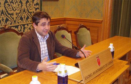 Ruiz destaca la trasparencia en las cuentas municipales y critica la obstrucción socialista en el funcionamiento del Ayuntamiento