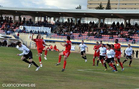 El Badajoz rompe su mala racha frente al Conquense (2-3)