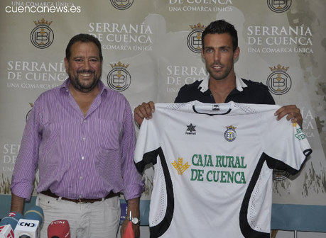 El Conquense presenta a Pulga y firma a Adrián Martín