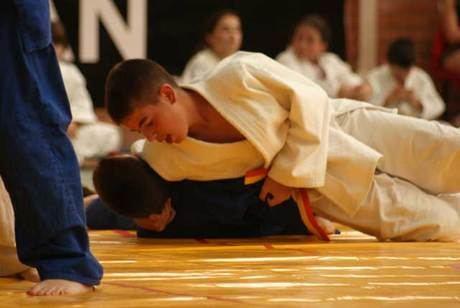 Más de 200 judokas participan en el campeonato regional en edad escolar