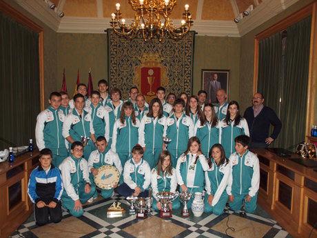 El alcalde recibe al Club de Piragüismo Cuenca