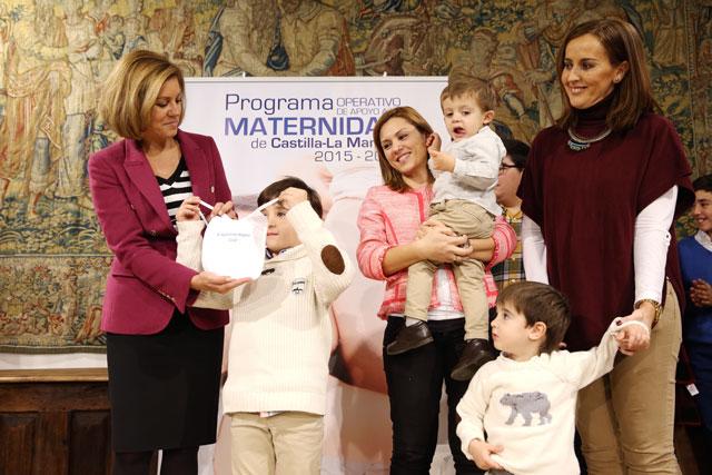 """Cospedal: """"Apostar por la maternidad es hacerlo por las generaciones futuras, por la sociedad, la continuidad y el crecimiento social y económico"""""""