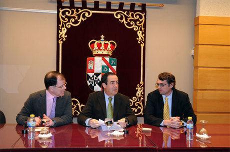 Periodistas y políticos analizan en Cuenca la desconfianza de la sociedad en la clase política