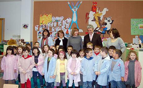 La Consejera de Educación, Ciencia y Cultura, María Ángeles García visita el  Colegio de Casablanca