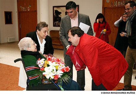 El Ayuntamiento de Tarancón felicita a Antonia Zoyo por su 100 cumpleaños