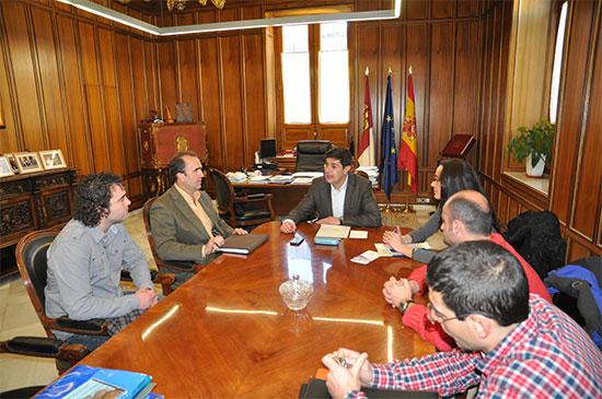 La Diputación mediará ante las Confederaciones Hidrográficas para ayudar a la asociación profesional de Turismo Activo
