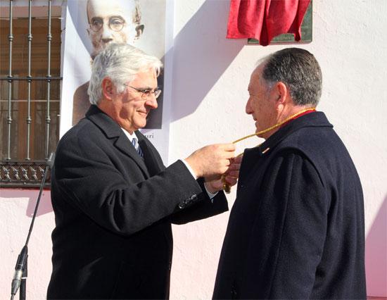 """El general Félix Sanz recibe en Uclés la medalla de oro de la región y promete llevarla con orgullo """"y honrarla como se merece"""""""