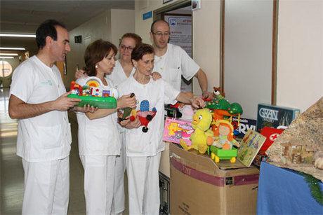 Los profesionales del Virgen de la Luz han organizado una campaña de recogida de juguetes