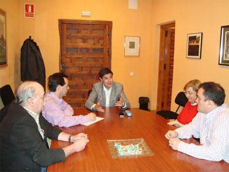 Juan Ávila se reúne con la Junta de Cofradías de la  Semana Santa