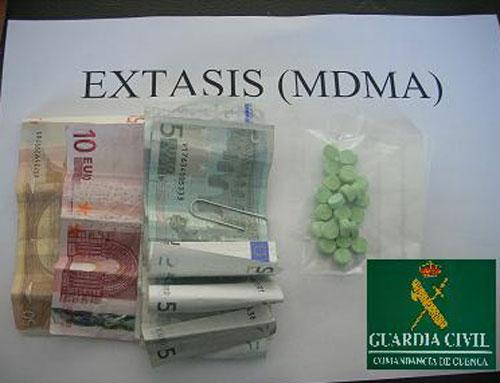 La Guardia Civil detiene a una persona por tráfico de  drogas en  Casasimarro