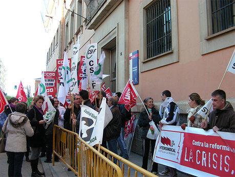 Los sindicatos de enseñanza CC.OO., U.G.T., CSI-F Y STE-CLM se movilizan en contra de los últimos recortes al profesorado