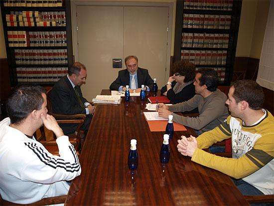 El Subdelegado del Gobierno se reúne con la Asociación de Vecinos de Nohales