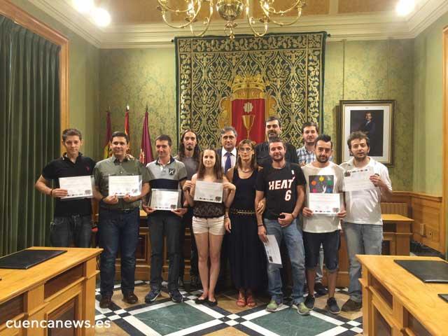 Mariscal hace entrega de los diplomas a estudiantes del curso de Realización y Producción Audiovisual