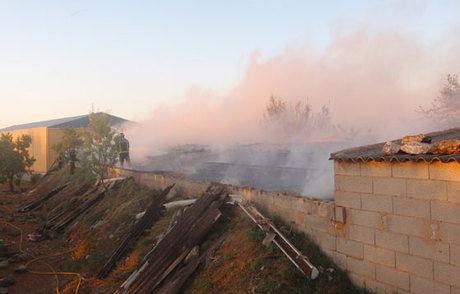 Efectivos del Consorcio Cuenca 112 sofocan un incendio en una champiñonera de Casasimarro