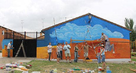 Tierra de Campos Viva restaura un mural en solidaridad con la Plataforma Contra el Cementerio Nuclear en Cuenca