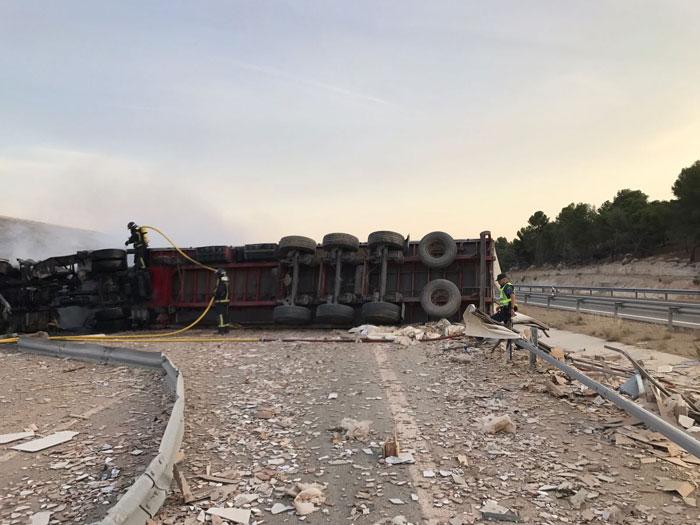 Fallece un camionero en un accidente en la A-3 en Belinchón