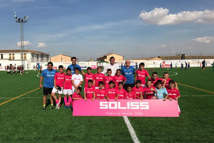 El Gobierno regional reitera su apoyo al deporte base en la I Copa Soliss La Manchuela de fútbol benjamín